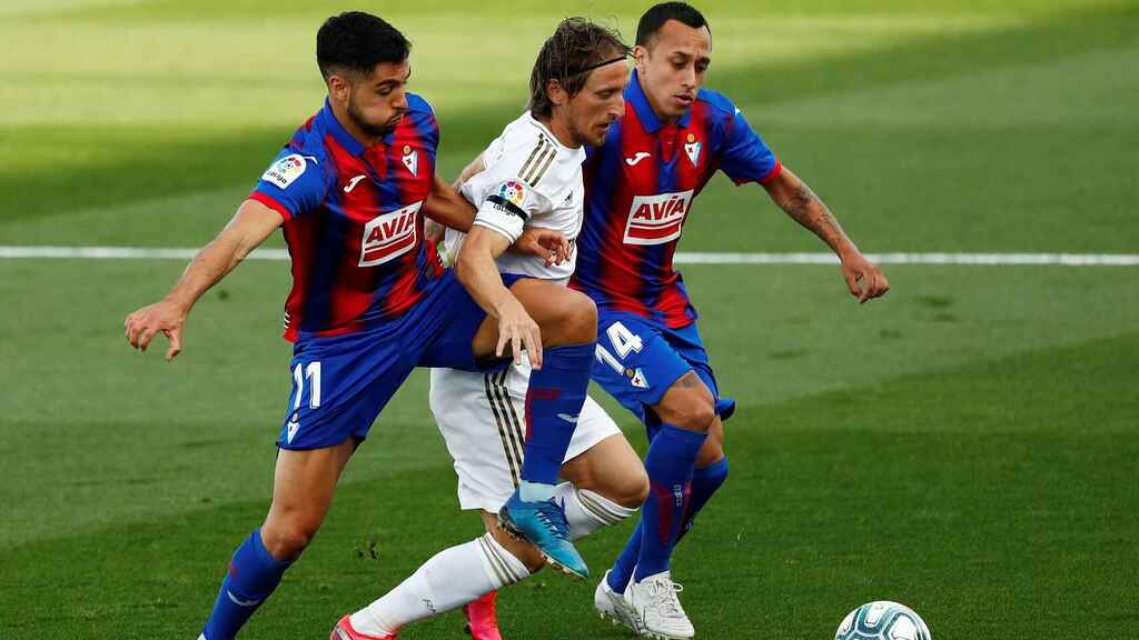 Modric-Real-Madrid-vs-eibar
