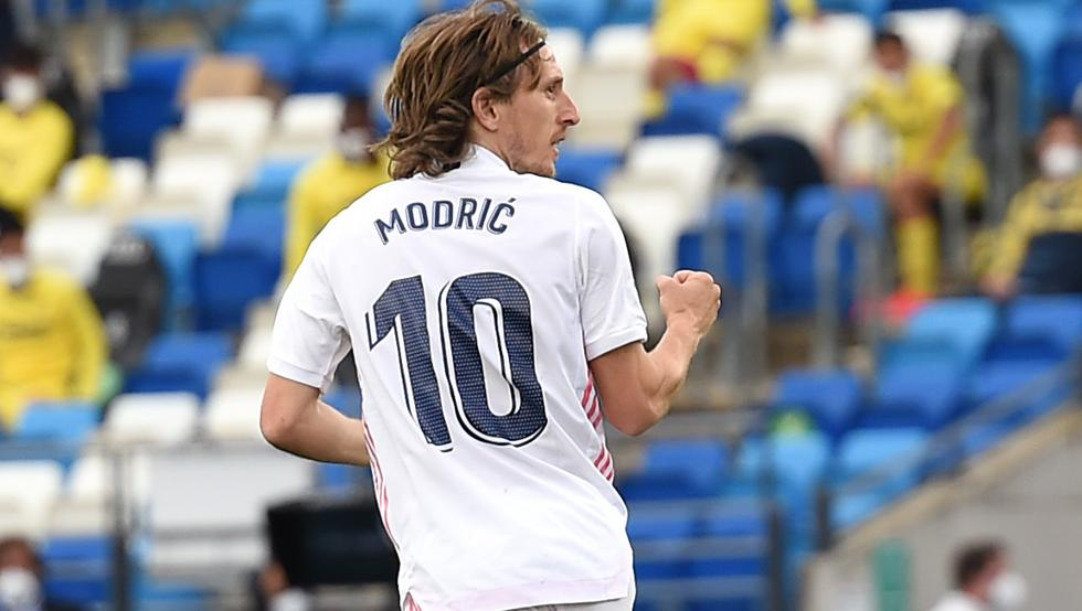 Modric-renews-real-madrid-contract